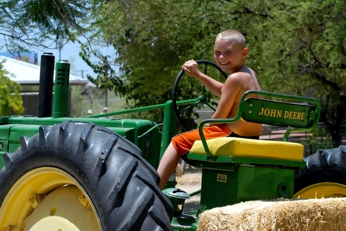 john deere kid John Deere Tractors and the Children Who Love Them (25 pics)