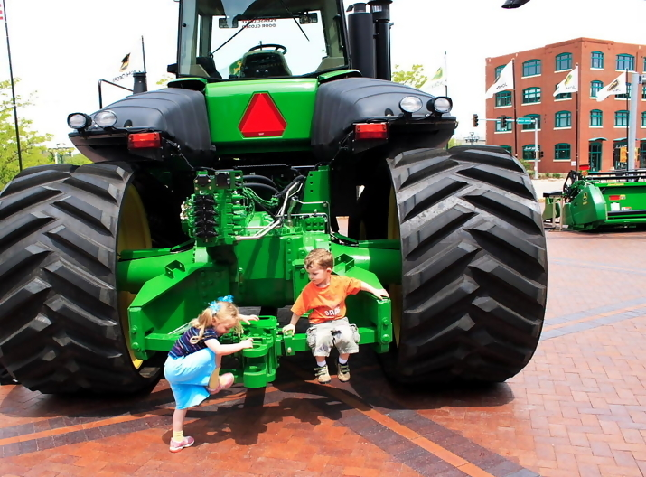 john deere kid1 John Deere Tractors and the Children Who Love Them (25 pics)