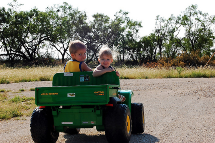 john deere kid10 John Deere Tractors and the Children Who Love Them (25 pics)