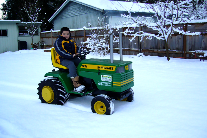 john deere kid11 John Deere Tractors and the Children Who Love Them (25 pics)