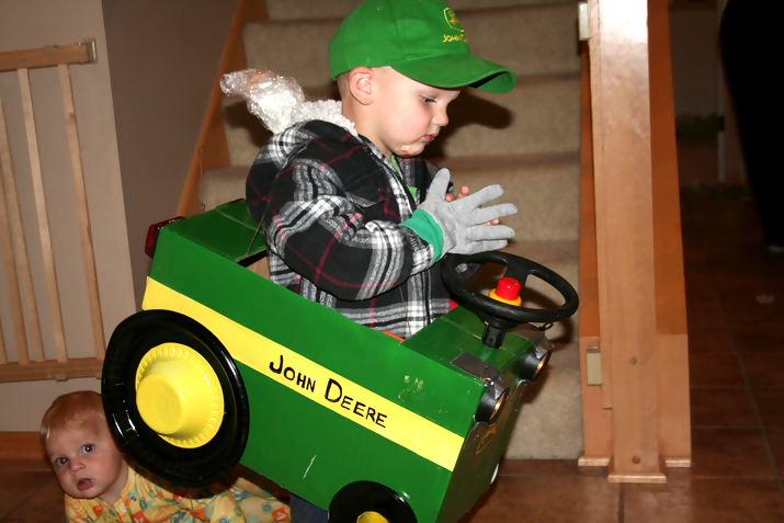 john deere kid2 John Deere Tractors and the Children Who Love Them (25 pics)