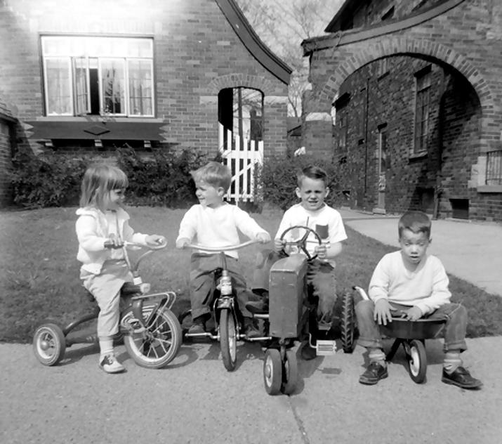 john deere kid3 John Deere Tractors and the Children Who Love Them (25 pics)