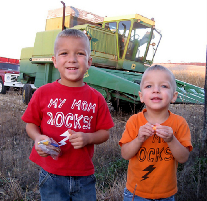 john deere kid8 John Deere Tractors and the Children Who Love Them (25 pics)