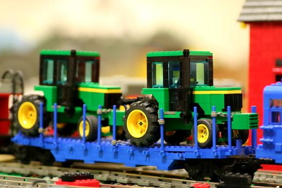 John-Deere-Lego-tractor