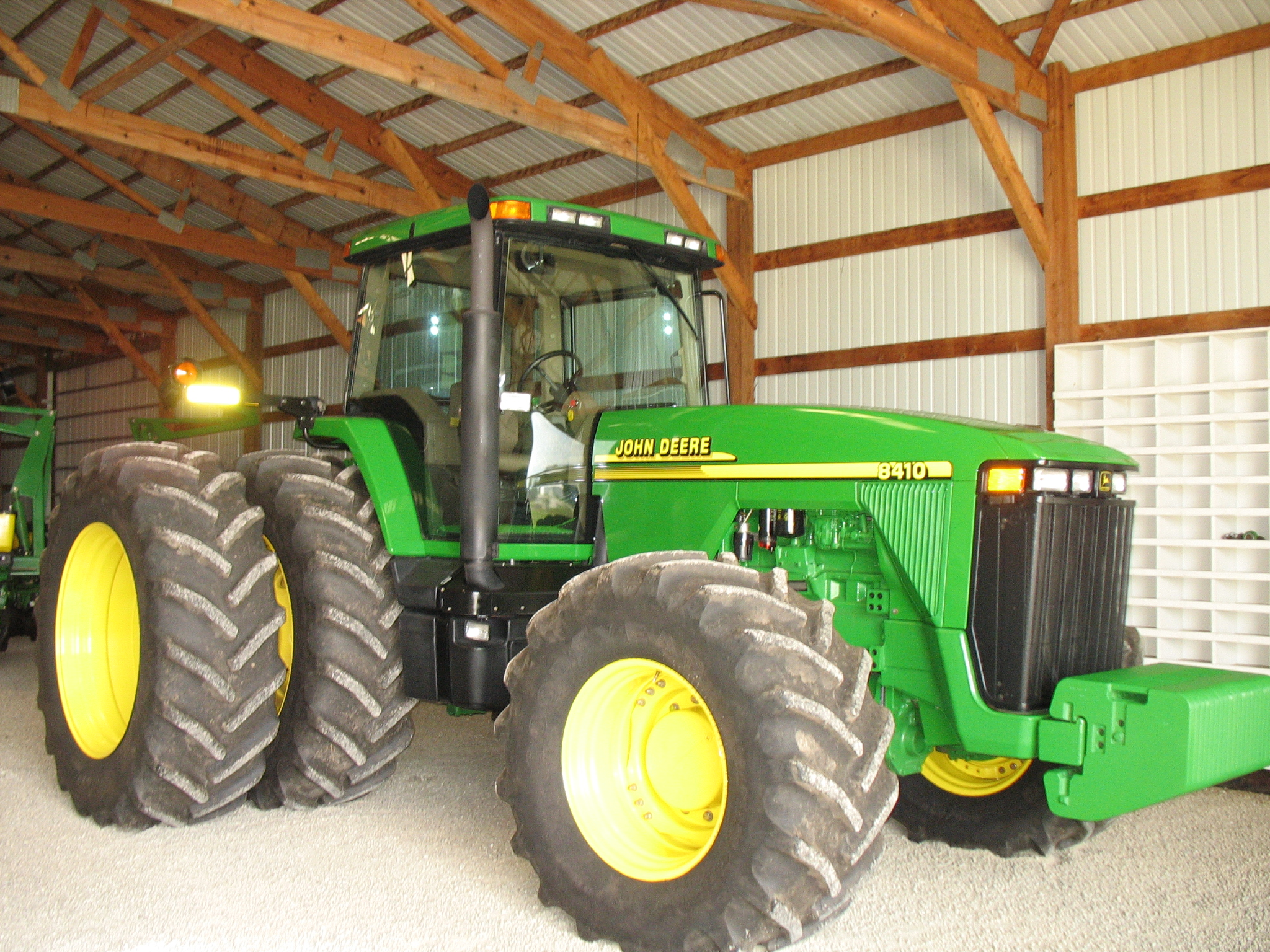 John deere 8410 tractor sells for 136k at auction for 8410 3