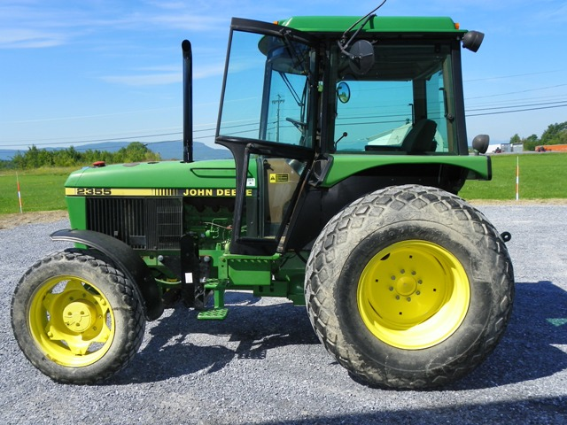John Deere 2355 tractor on a golf course