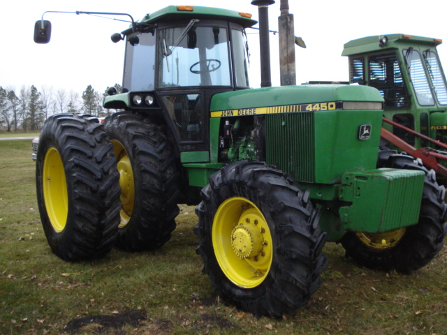 John Deere 4450 : Jd tractor with hours sold for
