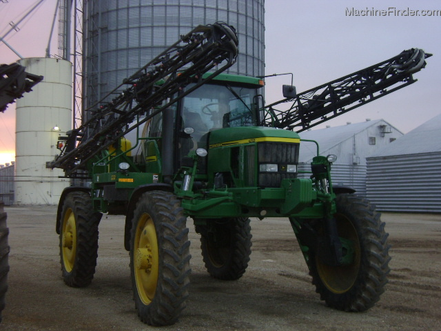 John Deere 7010 Sprayer