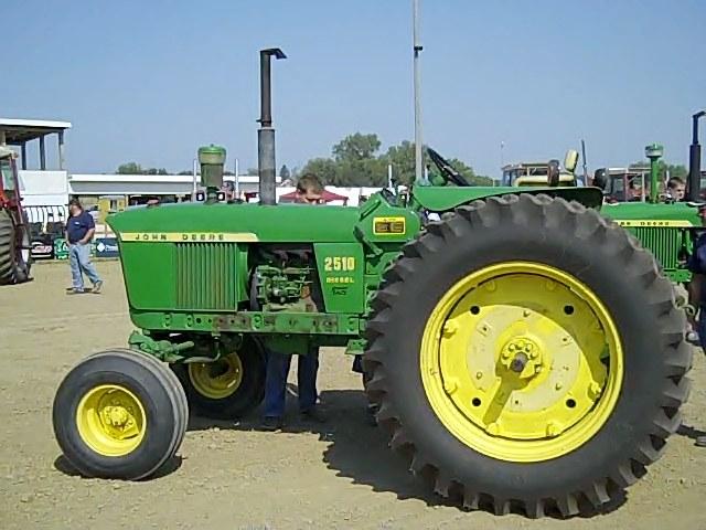 JD2510 IA 14500 82 Year Old Iowa Man Sells His Deere Tractors