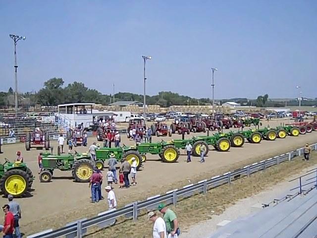 JDtractors 82 Year Old Iowa Man Sells His Deere Tractors
