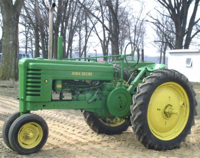 Antique John Deere Show Tractors : Vintage john deere tractors draw crowds at heritage