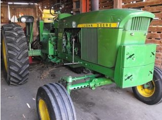 John Deere 4020 Sold for $24,000 on Wisconsin Auction