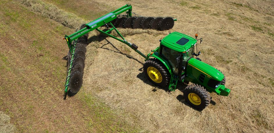 wheel rake 6 John Deere Tractor Attachments: From the Bale Unroller to the Box Blade