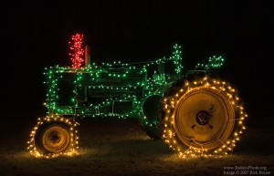 christmas tractor 300x193 Happy Holidays From John Deere MachineFinder