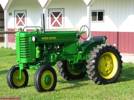 model M e1360709212542 10 Antique John Deere Tractors: Image Gallery