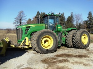 Used 4WD JD tractor