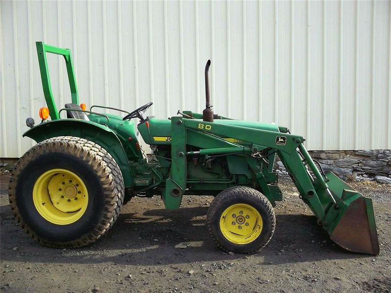 John Deere 950 tractor with 80 loader