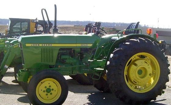 John Deere 950 tractor loader