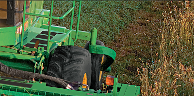 JD windrower self-propelled