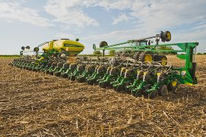 Farmers planted corn at a historic rate last week thanks to favorable weather conditions