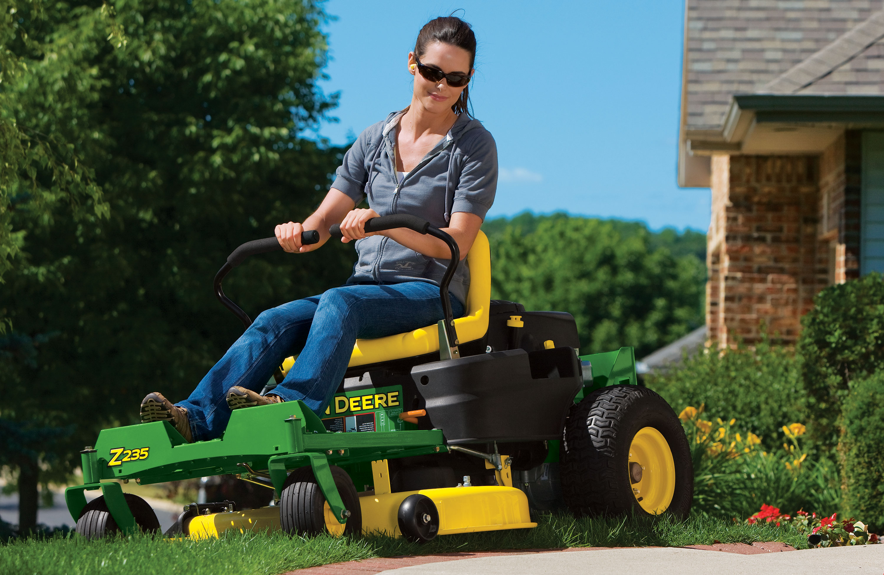 Spotlight on 2013 john deere lawn maintenance equipment for Garden maintenance tools