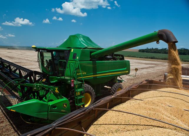 John Deere 9470 Unloading Grain
