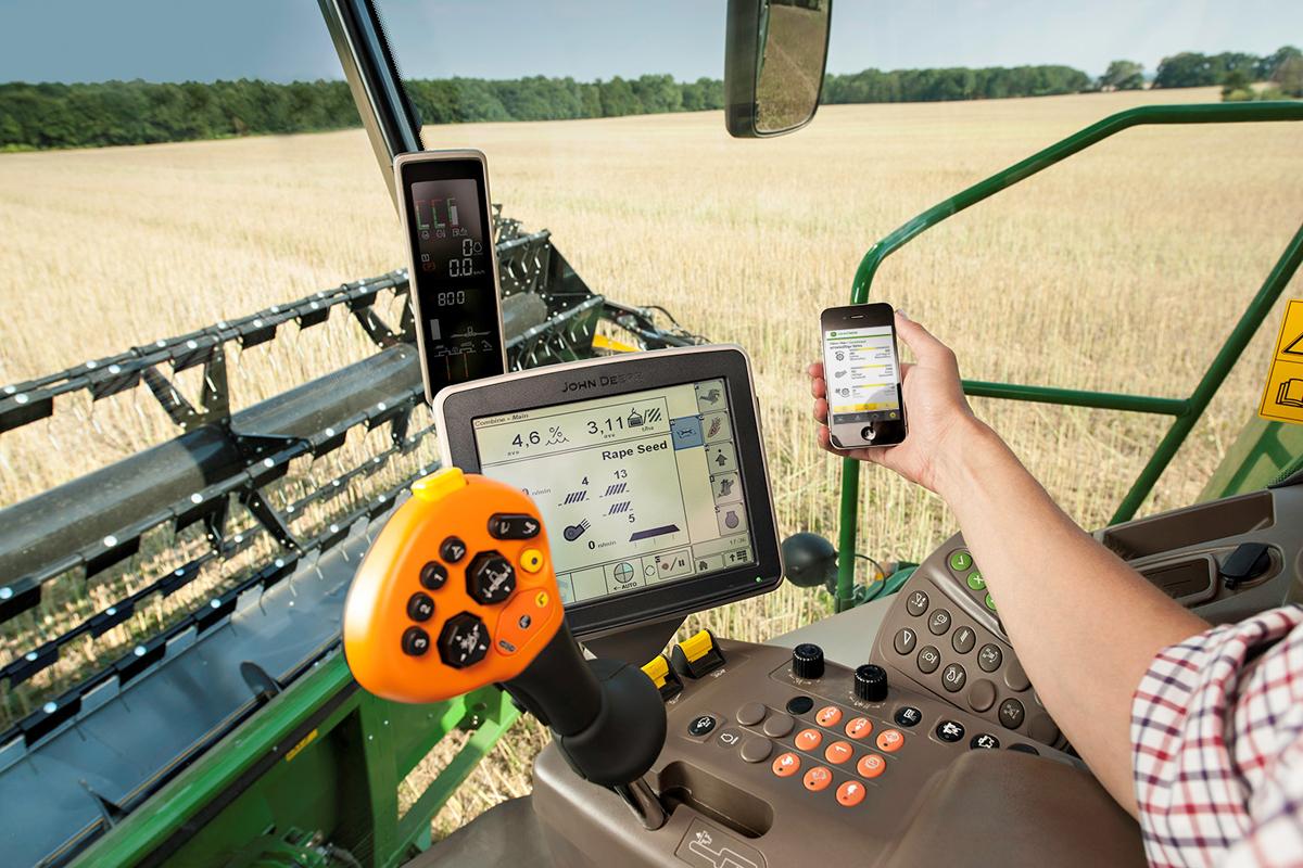 John Deere Combine with App