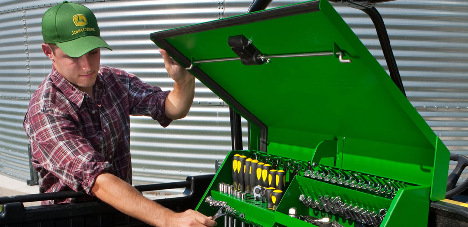 Showing Your Loyalty with 15 John Deere Home and Workshop ...