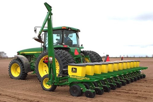 The USDA is expecting a record amount of acres devoted to soybeans in 2014 as corn planting decreases.