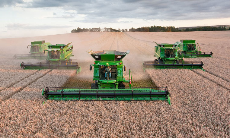 5 Formative Features of the John Deere S690 Combine