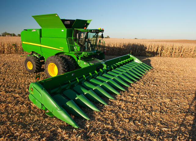 S690 with Header in Field