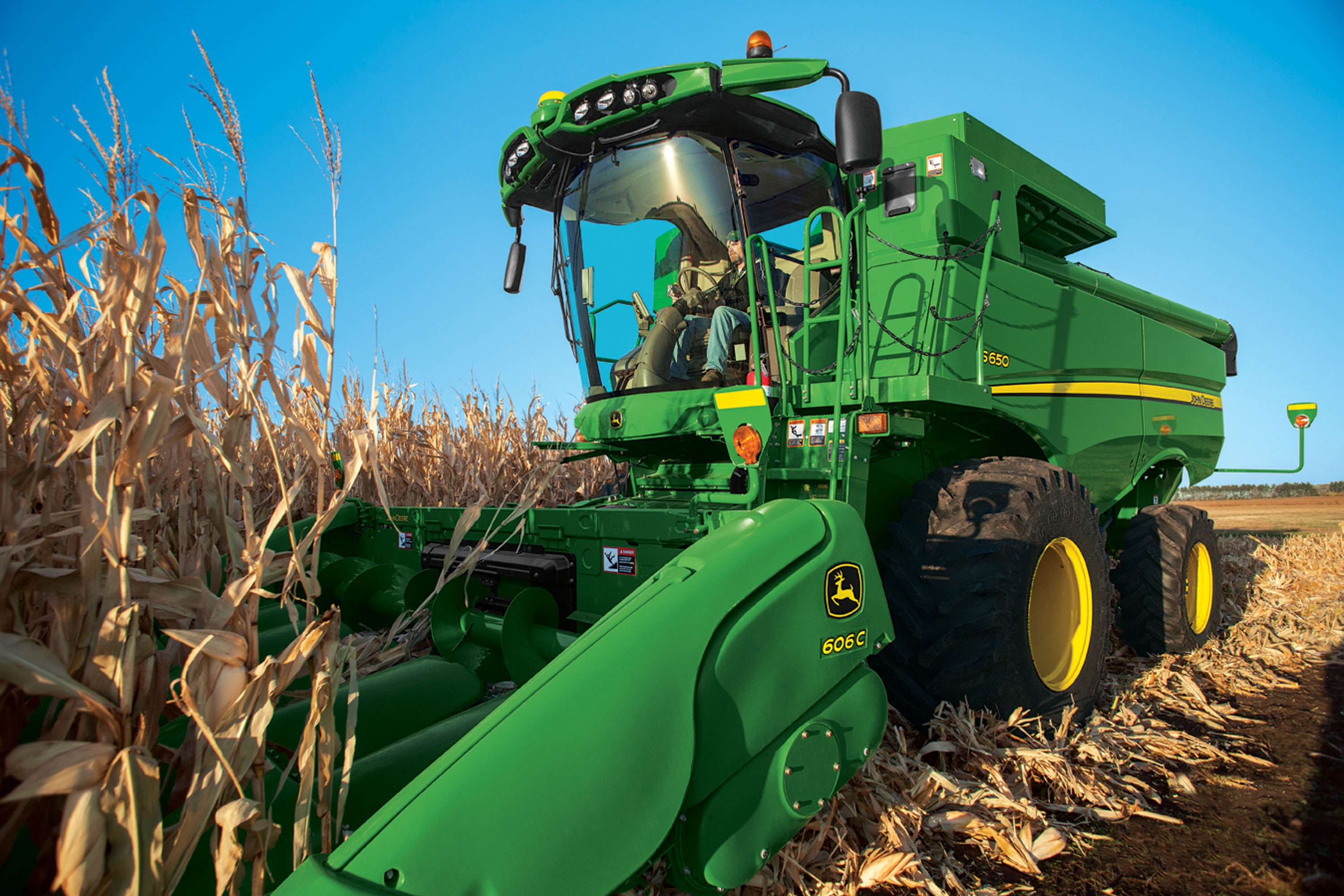 STS Combine with 606C Corn Header