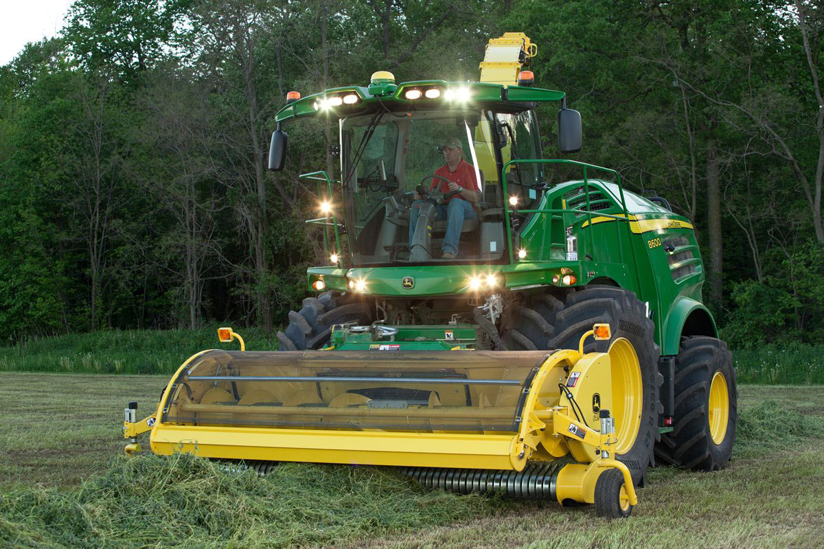 8000 Self Propelled Forage Harvester with Lights