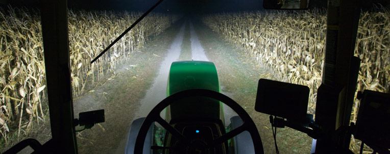 r4a014410 led lighting 764x302 A Brighter Future: 5 Vibrant Features of John Deere LED Lights