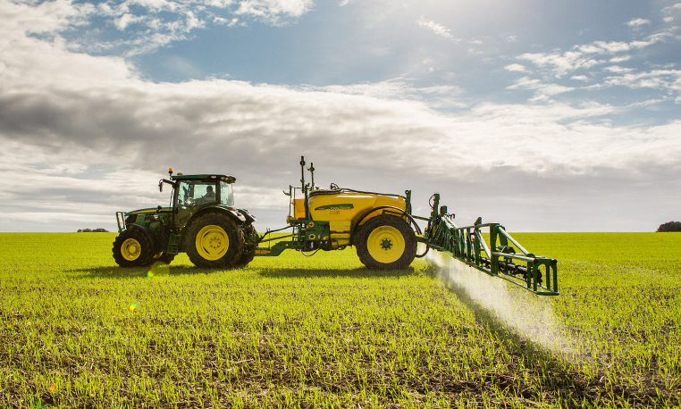 r2z005704 762x458 John Deere Sprayer Timeline: A Look back on Eight Decades of Innovation