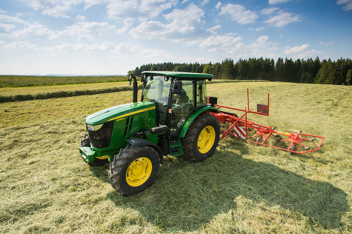 Farmer On Tractor : Video gallery john deere tractor parts to extend the life