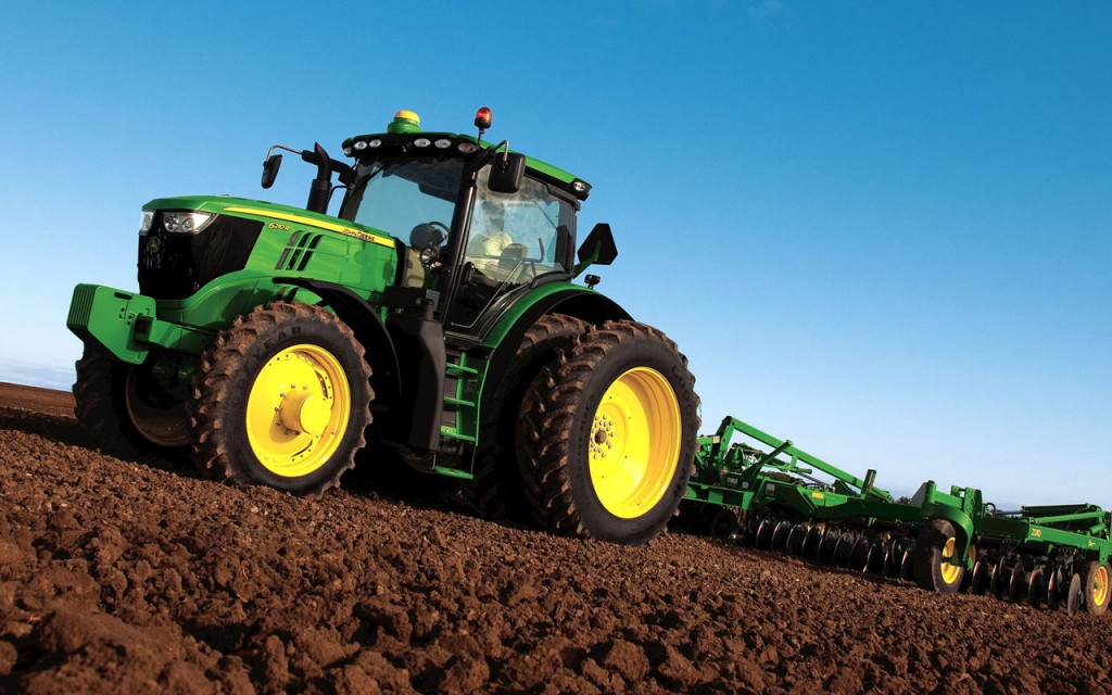 This John Deere 1026R tractor wallpaper is the perfect definition of utility. If you do chores around the property or ranch like this one on a regular basis ...