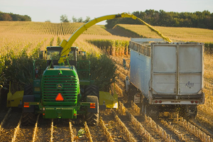 In 2017, dealers will be able to offer twin-cut replacement rolls for John Deere Self-Propelled Forage Harvesters as a result of this agreement.