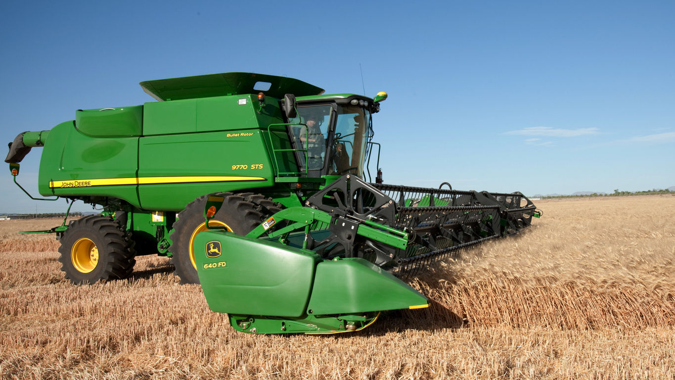 How the John Deere 640FD Tackles Tough Crops in the Field