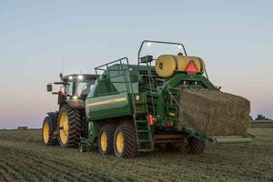 Ordering for the new John Deere L331 and L341 balers begins in September 2017.
