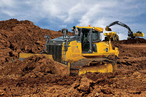 The John Deere The 950K PAT allows operators to move large amounts of material without sacrificing the ability to do finish work.