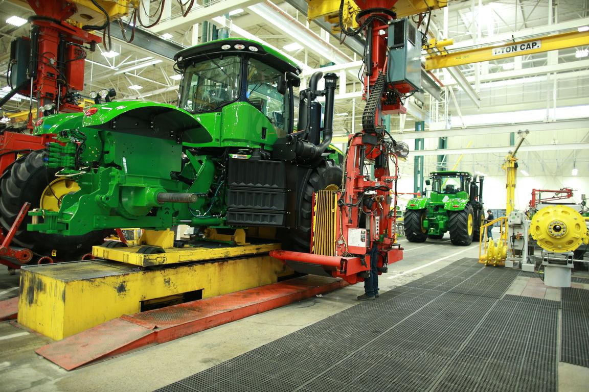 How John Deere Waterloo Works Builds Its Largest Tractors