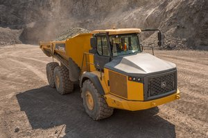 The John Deere 310E dumptruck won the GOOD DESIGN® Award for its innovative design.