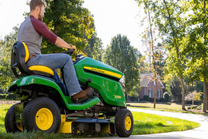 One-Touch MulchControl offers several features to help operators complete mowing tasks efficiently and conveniently.