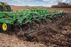 The new 2430 models showcase important features that are distinctive to the John Deere brand, including TruSet technology and superior structural integrity.