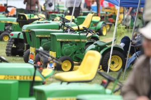 This event will showcase at least 1,000 different models of John Deere garden tractors as well as a variety of lawn and garden tractor memorabilia.