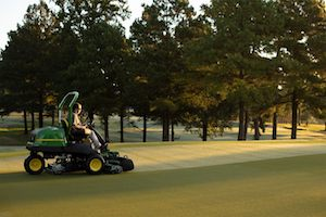 These mowers will specialize in golf course maintenance, offering offset cutting units and right-hand Command Arm-mounted controls.