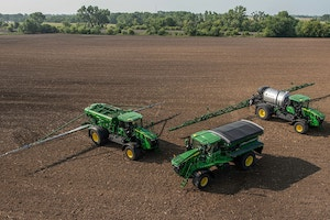 The John Deere 800R comes with integrated precision-ag solutions and a factory-installed Generation 4 display, as well as a 4G JDLink™ MTG (modem).